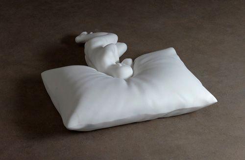 Pillow 2010, marmo, Hakon Anton Fageras http://musapietrasanta.it/content.php?menu=artisti
