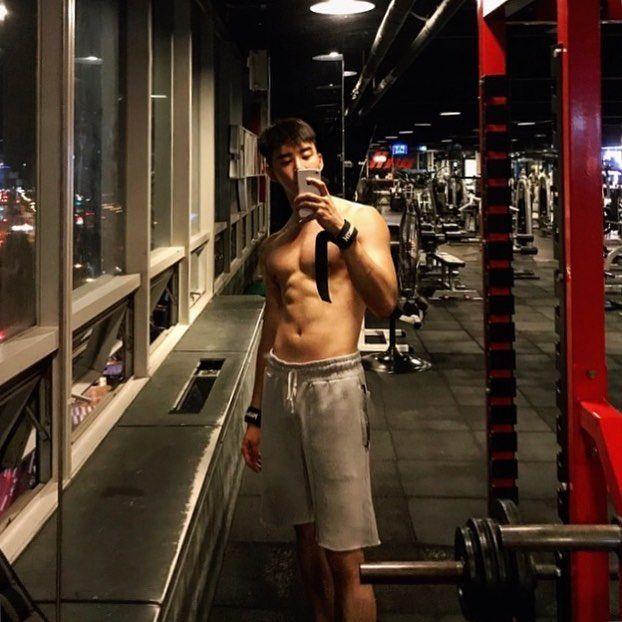 "499 Likes, 17 Comments - kimkeonwoo (@thetalentedmrripley__w) on Instagram: ""#happysaturday #selfie 다시 시작 ♂️"""