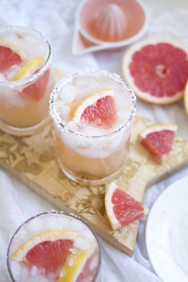 Salty Dog Cocktail - A salted grapefruit Greyhound cocktail made with vodka & grapefruit juice.