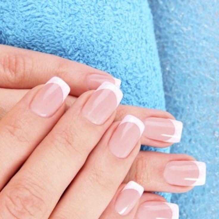 Per unghie impeccabili e naturali, la frenchmanicure è un vero e proprio must. Questo tipo di manicure è discreta e sofisticata: se la sceglierete sarete sicure di evitare cadute di stile...