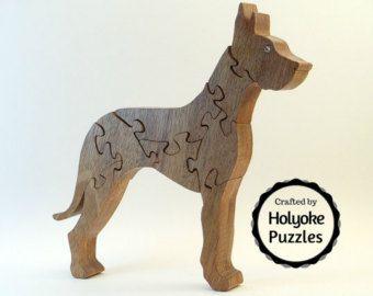 Een knappe Duitse herder puzzel gemaakt van populieren met een niet-toxisch schellak afwerking. Deze puzzel is onderdeel van onze lopende collectie De Top 10 meest populaire honden. Hij meet 8 x 7 x ¾ inch (21 x 18 x 1.9 cm). Een aantrekkelijke opbergtas is opgenomen in uw puzzel.  Vind andere hond puzzels in onze boutique. http://Etsy.me/1sBrlcW  Het patroon is een origineel ontwerp door Barbara die je niet ergens anders vindt! Wij ontwerpen, hand knippen, zand en afwerking de...