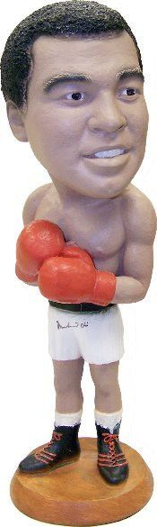 LARGE MUHAMMAD ALI CASIUS CLAY VINTAGE SCULPTURE STATUE: MUHAMMID ALI (Signed) CASIUS CLAY X-LARGE SUPER RARE AND A COLLECTORS DREAM SCULPTURE STATUE Up for sale is a esco Hand signed Muhammad ali sta