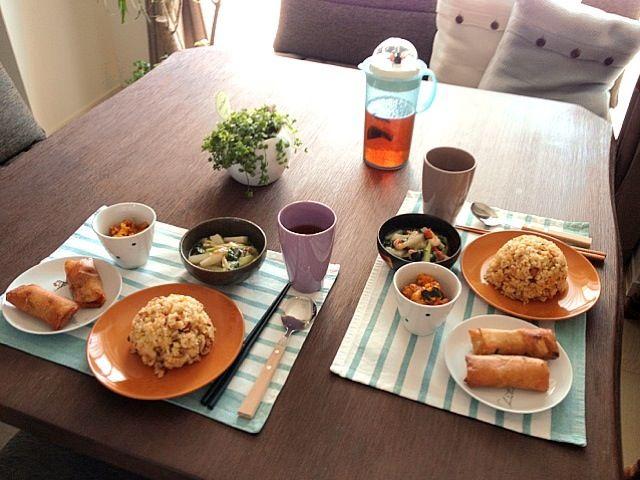 昨日、お友達が来たので中華ランチを作ってみました! (*^o^*) - 43件のもぐもぐ - 炒飯、春巻、カボチャとウィンナーのカレーマヨ、海老と長芋と青梗菜の塩炒め、黒烏龍茶 by pentarou