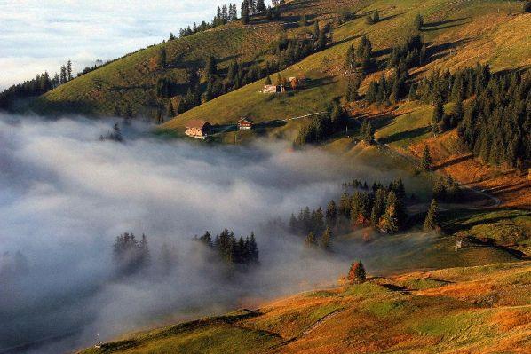 Mist op de bergen. Foto Fred van der Zeeuw