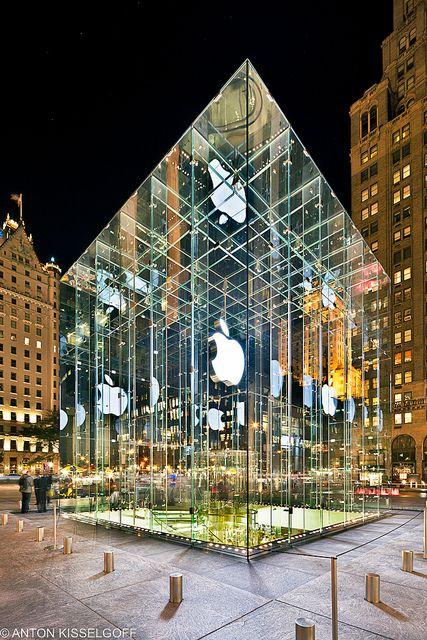 apple store @ 5th Ave, nyc / Bohlin Cywinski Jackson Architects: great shot
