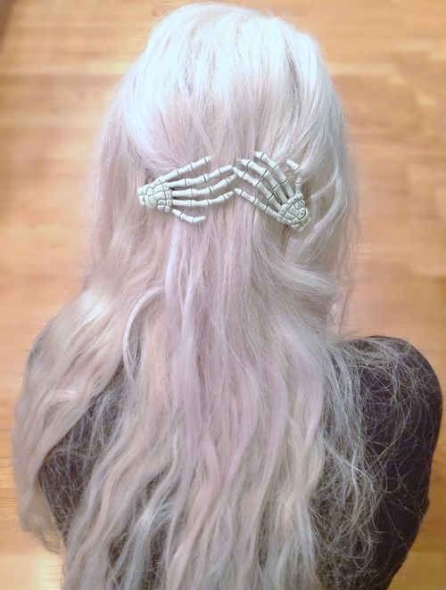 pastel goth | Tumblr I really want those hair clips like I see them all the time in tumblr pics but never know where to find them!?