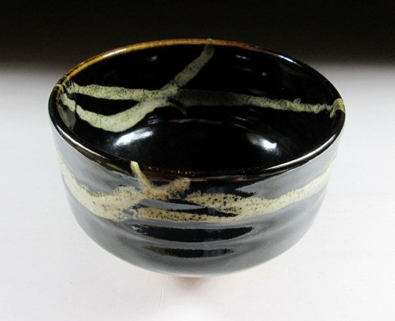 Kazuwa-ware Chawan met glanzende zwarte glazuur