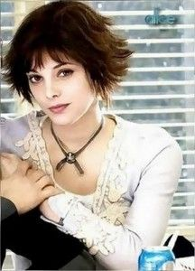 Twilight: Alice Cullen, wearing the Family Crest