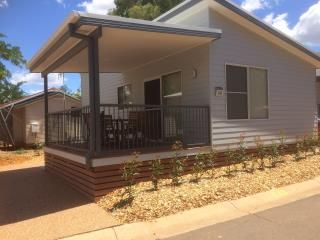 Accommodation - Deluxe 2 Bedroom Cabin - Discovery Parks - Dubbo