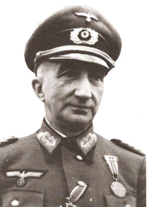 El ultimo general de la división azul fue Santiago Amado Lóriga (recién ascendido a General de Brigada)