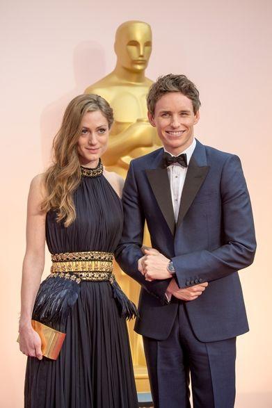 (左より)Hannah Bagshawe & Eddie Redmayne|ハンナ・バグショー&エディ・レッドメイン 映画『博士と彼女のセオリー』にホーキング博士を演じたエディ・レッドメインは、主演男優賞を受賞した。