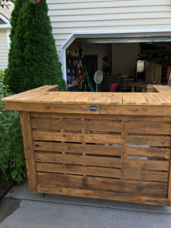 Backyard Bar Made From 10 Upcycled Pallets