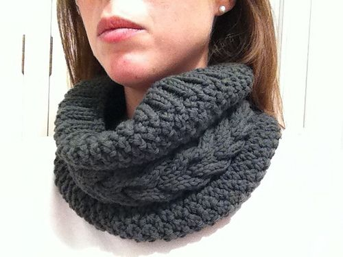 Ravelry: Barna Cowl pattern by Maria Alemany, free pattern, Bulky wt yarn
