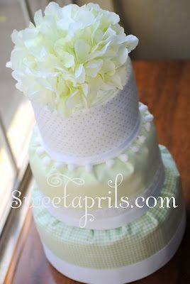 Sweetaprils: Fondant Style Diaper Cake Tutorial DIY  une pièce montée faite avec des couches culottes