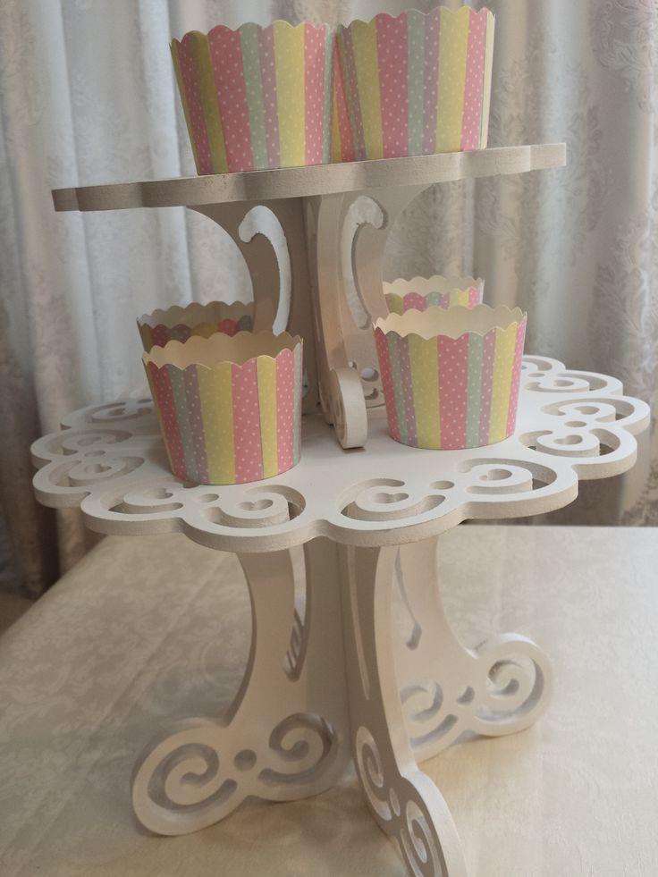 Wood cakestand