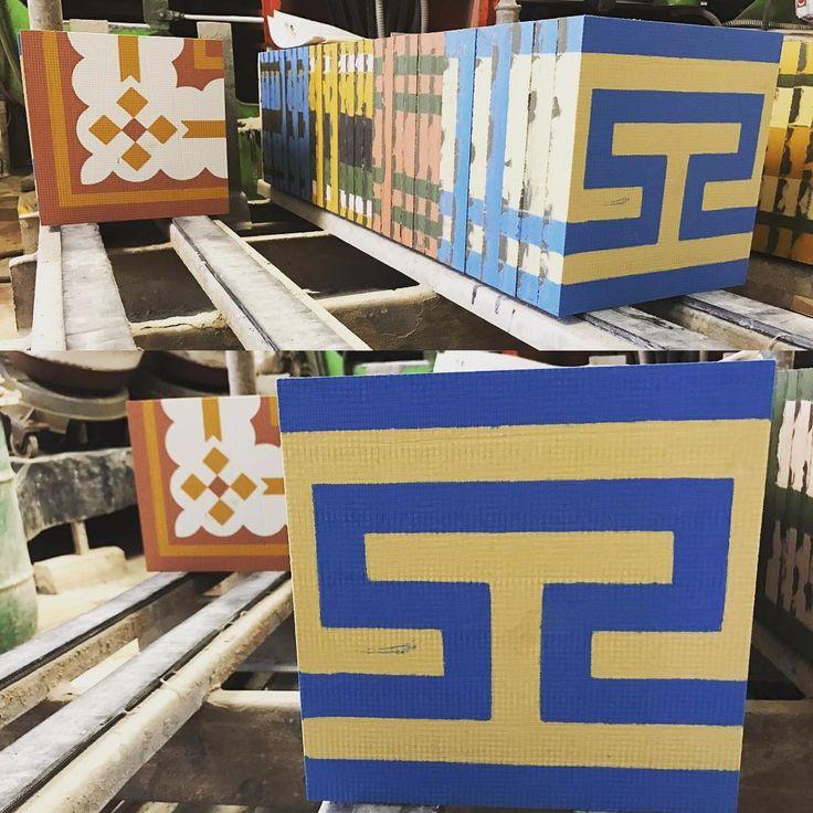 Decori in graniglia. #terrazzo #tiles #decorations #blue #yellow #red #white #madeinitaly #grandinetti #fattoamano #handmade #artigianato #handicraft #art #artist #creative #design #style #photooftheday
