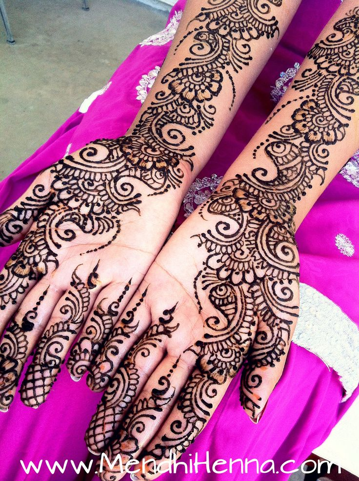 Ohhh she has the groom name on her left hand in the Mendhi !! (His name is Shawn if ur looking for it) so loving that !!!!
