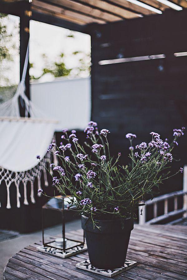 Outdoor terrace - From light to dark in a Swedish sitting room. Helt Enkelt.