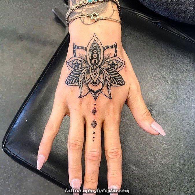 Espectacular Tatuaje De Flor De Loto Significado E Imagenes De La Flor De Loto Anni Frnzl Hand Tattoos For Women Lotus Hand Tattoo Tattoos For Women