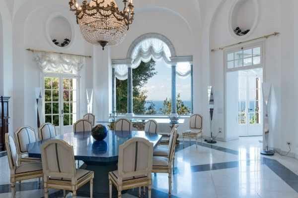Treat your guests with a meal overlooking a magnificent sea view: it's possible in this villa in Capri.  #realestate #luxuryhouse #luxurylife #friends #dreamhouse #Capri #Italy #sea #view #billionaire #instaluxe https://www.luxuryestate.com/p44276481-villa-for-sale-capri