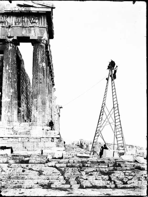 Fred Boissonas taking a photo of Parthenon