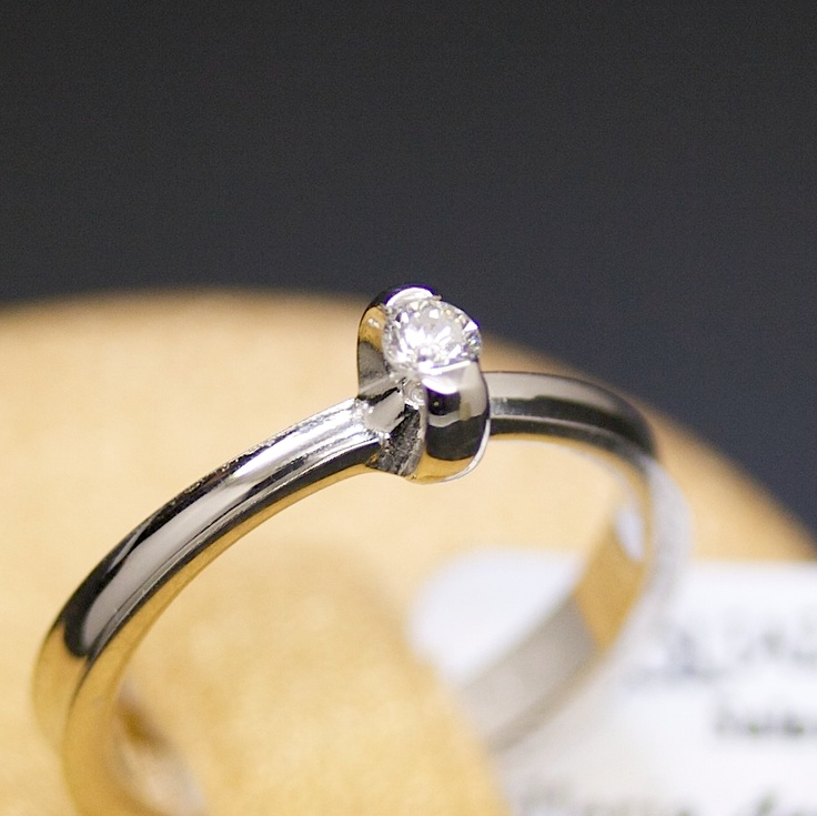anello-solitario-oro-bianco-e-diamante-orizon
