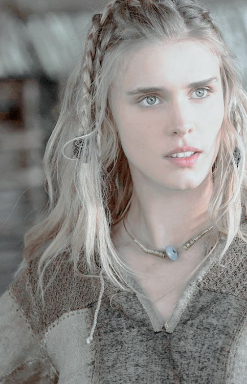 Gaia Weiss as Porunn in Vikings