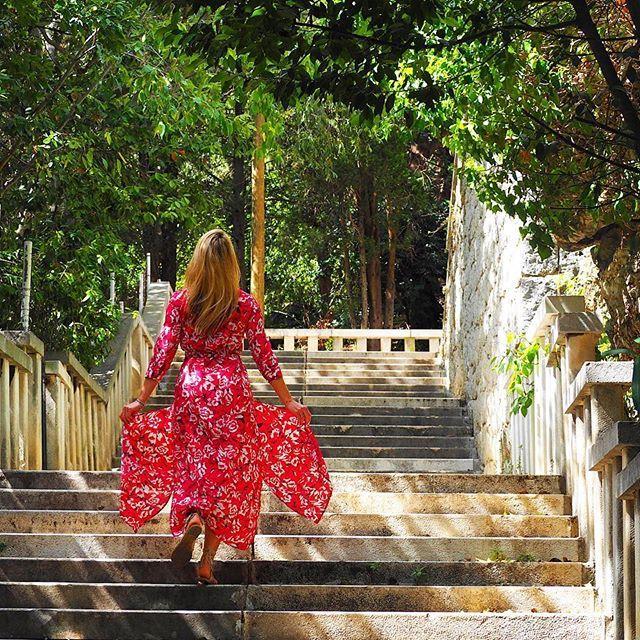 Lost and found somewhere in Split ✨✨✨ #split #splitcroatia #croatia #croatiafulloflife #croatia🇭🇷 #magic #summervibes #summer #chorwacja #garden #light #sunny #reddress #beautifuldestinations #fashionista #styleoftheday #polishgirl #stylizacja #flywithme #nature #naturelovers #travelblogger #travelblog #travel #beautifulcity #citygirl #travel #travelling #travellife