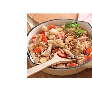 Ragoût de poulet à l'orge et aux légumes racines