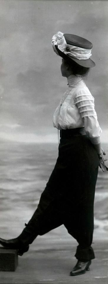 ❥ Victorian woman by the sea