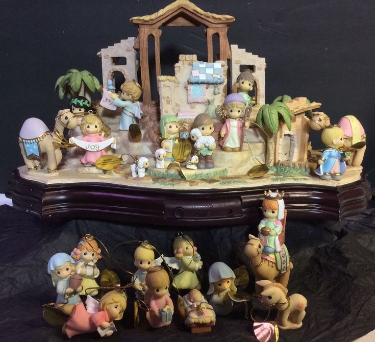 Little Room Dolls House Figurine Family