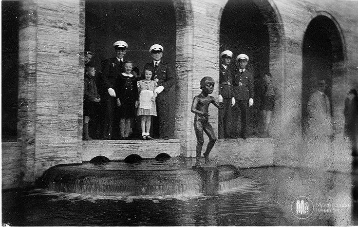 Кёнигсберг. Скульптура девочки, работы Германа Брахерта, на каскадах между Верхним и Замковым прудом. Фото середины 3-0х годов.
