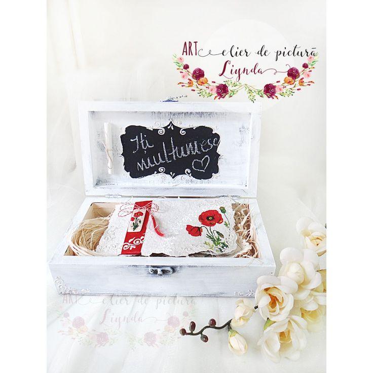 Noul concept de cadou, creat 100% manual , este cutia 'Iti multumesc' . Realizata in 2 variante, din carton sau din lemn, este cadoul potrivit oricarui buget. Cand nu gasesti timp sa cauti cadoul potrivit, poti apela la cutia 'Iti multumesc' . Nu este un cadou pentru o ocazie anume. Poate fi cadou de martisor, de Craciun, pentru nasi, pentru prieteni sau pentru oricine simti nevoia ca trebuie sa ii multumesti.Ce contine cutia cadou 'Iti multumesc'? Contine, o felicit...