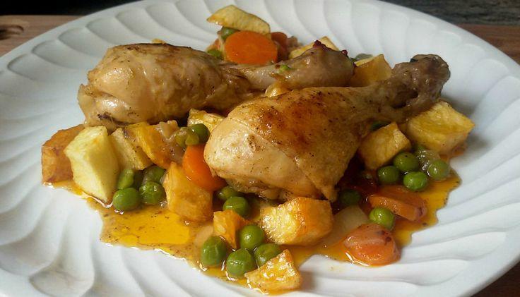 Pollo a la jardinera o cómo preparar unos muslos de pollo guisados con verduras