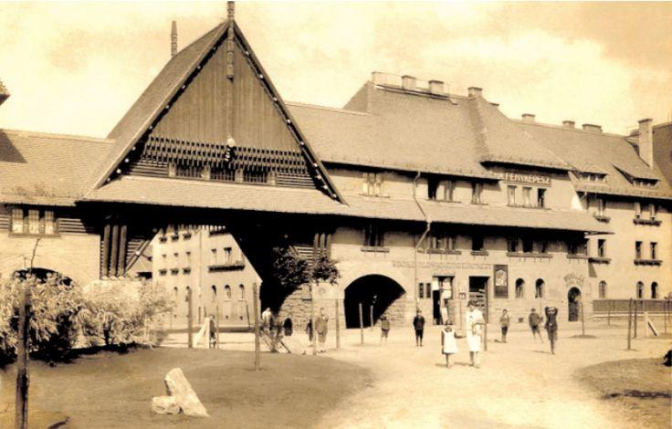 A Wekerle egyik szimbóluma, a Zrumeczky-kapu (20-as évek elején)