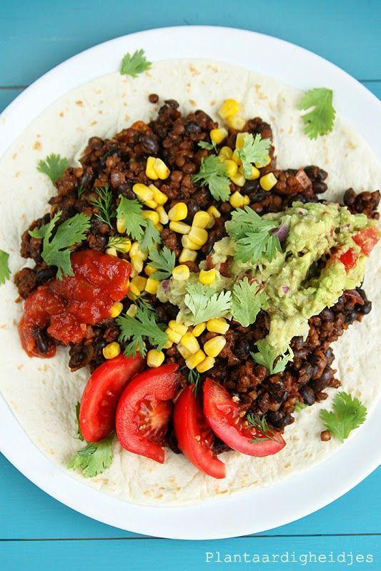 Plantaardigheidjes: Tortilla met linzengehakt, zwarte bonen en guacamole