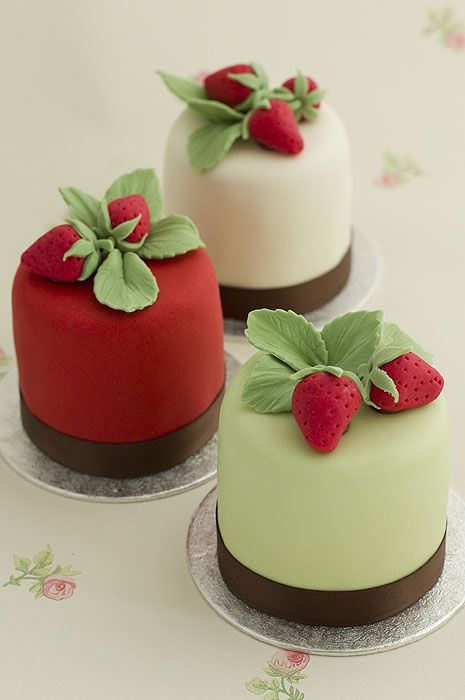 Mini strawberry cakes. Nice and simple design for a garden party.