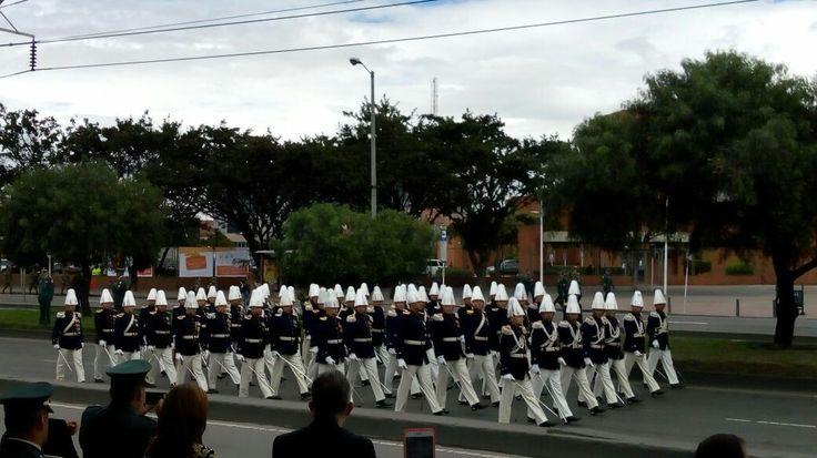 5) destacamento ejército nacional y de la Policía Nacional, en honor al pueblo Colombiano y a las fiestas patrias.