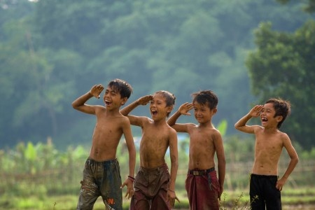 Sumantri Hadi Suseno: Children playing at the farm