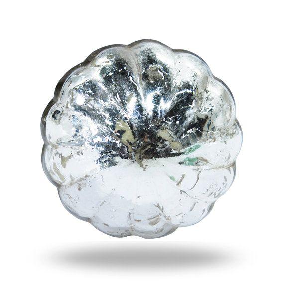 Onze gegratineerde grote spiegel glazen knop zal meteen een vleugje verfijning toevoegen aan elke kamer van uw huis. Je zult het geweldig hoe het eruit ziet in uw huis, het is de perfecte decoratieve knop voor een dressoir lade pull, keuken kast handvat of kastdeur knop. Direct bijgewerkt het uiterlijk van uw meubels!  {Spiegel glazen knop Details} * De decoratieve knop maatregelen 5.0cm diameter (2.0 inch), is 5.0cm diep (2.0 inch) en heeft een schroef 4,0 cm aangesloten (1,6 inch)  Onze…