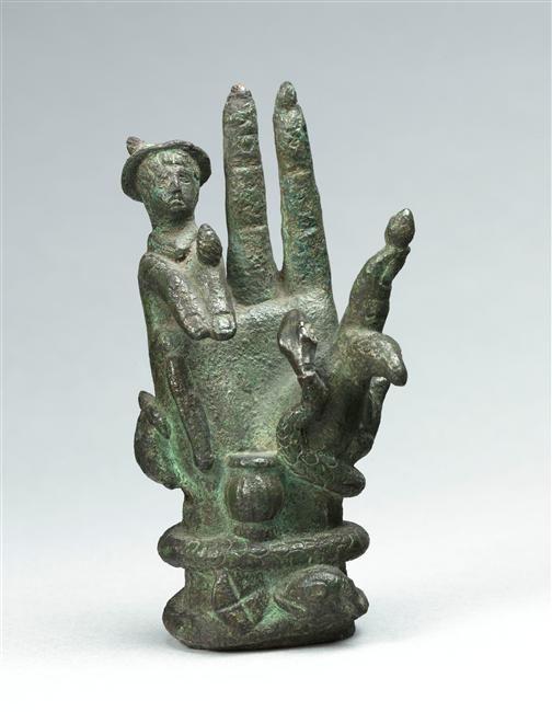 Main de Sabazios, objet votif orné d'un buste de Mercure accompagné de divers attributs