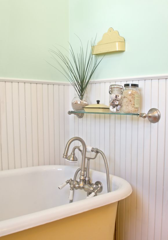 We plan on doing the wainscoting don 39 t think uncle joe for Cape cod bathroom design ideas