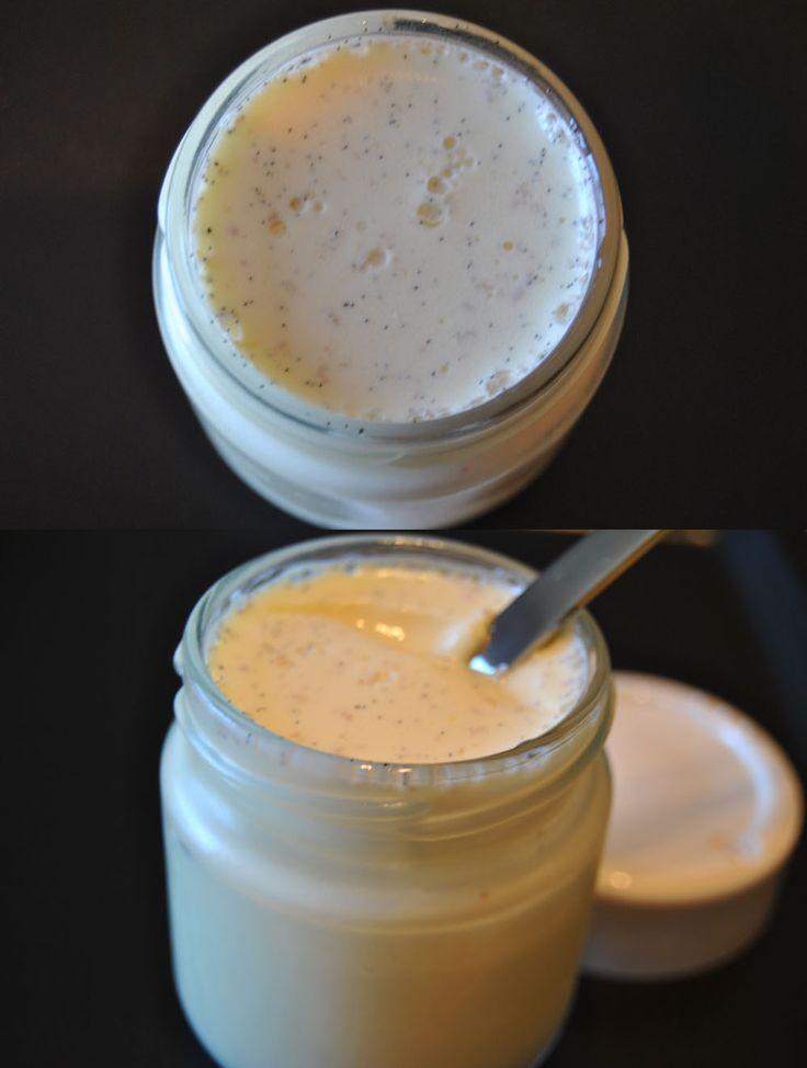 Ingredientes:    1 Litro De Leche SemiDesnatada  1 Yogur Griego  1 C.S. De Leche En Polvo  7 C.p. De Azúcar( a gusto)  1 Vaina De Vainill...