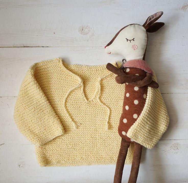 EN GUL LITEN PIPPITRÖJA. – Sarah MacFie - DIY, baby knitting, barne strikk, sticka barnkläder, baby,