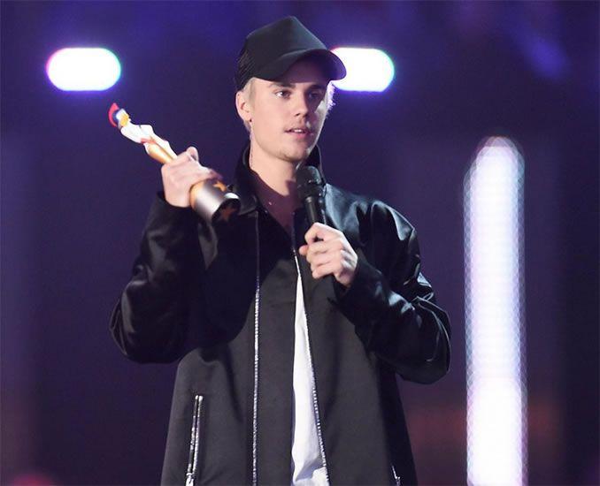 Justin Bieber Win International Male Solo Artist Awards 2016