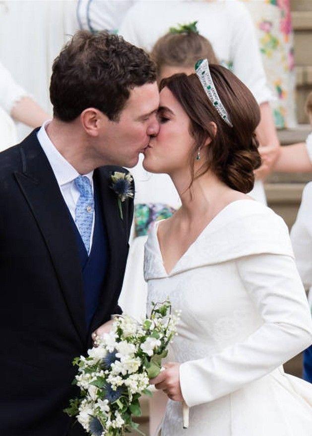 Prinzessin Eugenie Von England Hochzeit Postkarte Zweite Hochzeitskleider Prinzessin Eugenie Konigliche Hochzeit