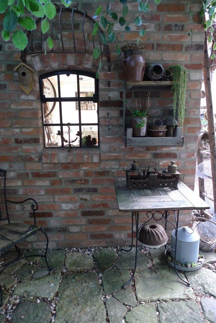 Gartenhaus aus Mauerziegeln, Gusseisenfenster, Heuraufe, Obstkistenregal  #aus #…   – Gisele Madore