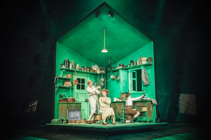 Emil and the Detectives. National Theatre. Set design by Bunny Christie.