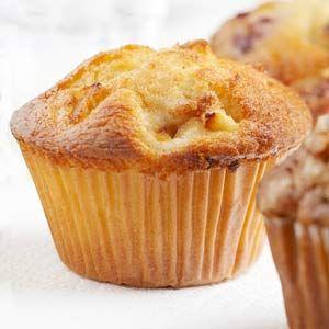 Receta fácil de Cupcakes de Piña. Aprende cómo preparar la receta básica de los Cupcakes de Piña de forma fácil. Cómo preparar frosting de piña.
