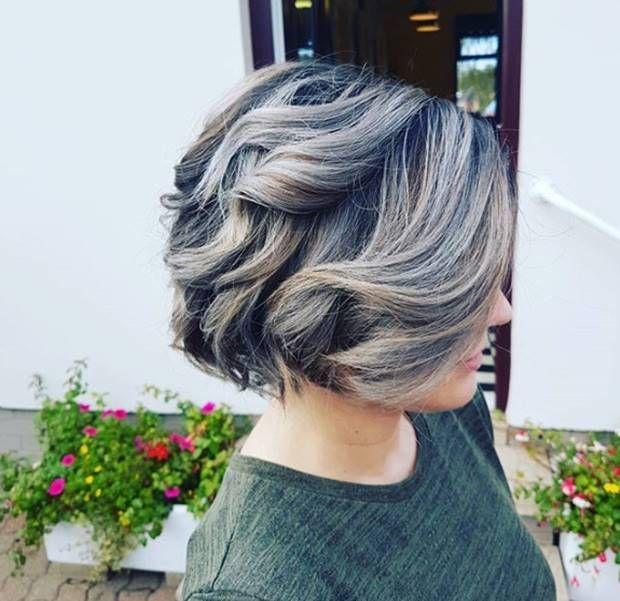 صبغة اومبري اشقر رمادي غامق و فاتح و فضي درجات اللون و الطريقة Ombrehair Hairstyles Haircolor Haircolo Ombre Hair Blonde Ash Blonde Ombre Hair Hair Color